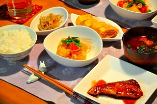 食べる時間は朝と夜が腸内フローラに良い